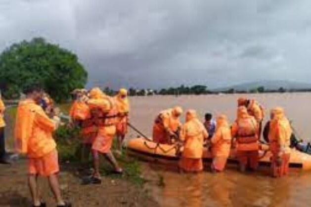Death toll reaches 207, lakhs evacuated in flood-hit Maharashtra; widespread rain in northern plains.