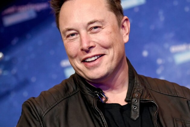 Elon Musk defends Tesla's $2.6 billion deal for SolarCity