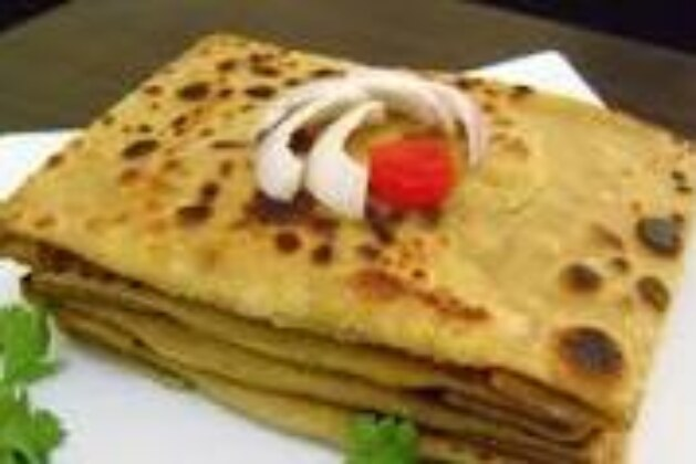 Famous Indian Simple Recipes   Mughlai Paratha (Traditional Bengali Street Food & Breakfast)