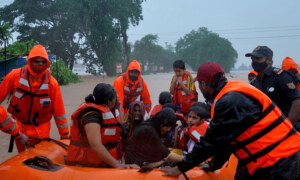 Frantic search for survivors as India's flood death toll tops 100.